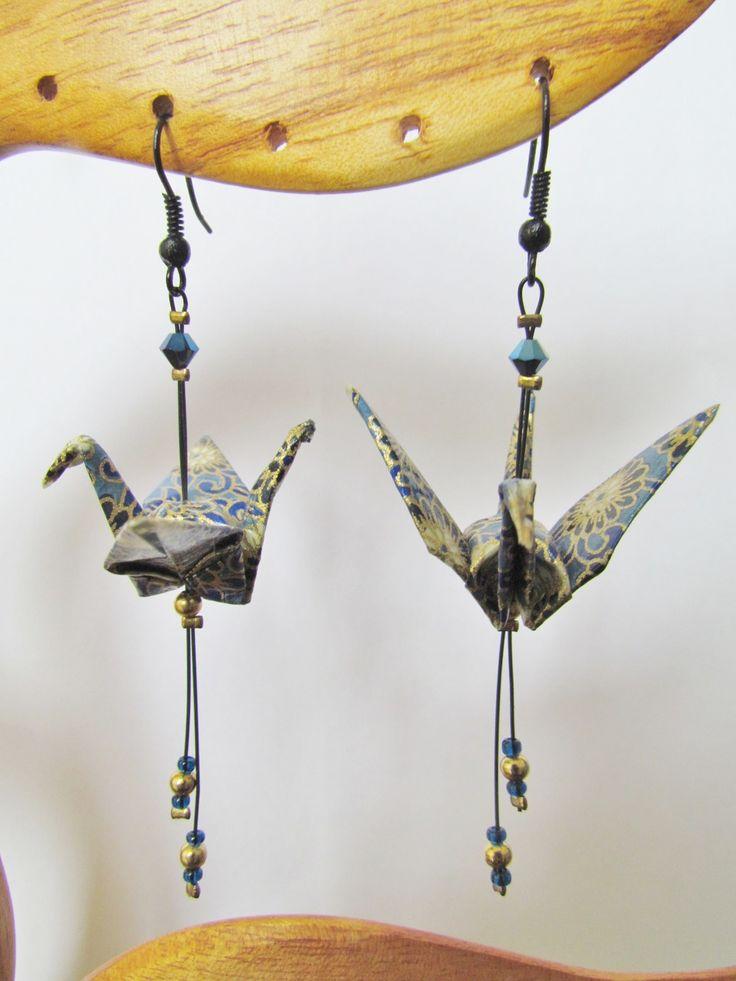 """Boucles d'oreilles origami grues """"Golden flowers"""" : Boucles d'oreille par origami-no-yume"""