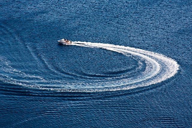 Crcling by Dolkin, via Flickr