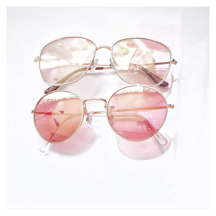 Hej Dzisiaj przedstawiam Wam moje dwa wyprzedażowe nabytki. Długo szukałam okularów w odcieniu różowo-złotym aż udało mi się je dorwać w #h&m i to jeszcze w zawrotnej cenie 10 zł za sztukę. Jak tam poranek ? Pracujecie? Leniuchujecie ?  #sunglasses #pink #rosegold #hm #fashion #acessories #okularyprzeciwsloneczne #dodatki #moda