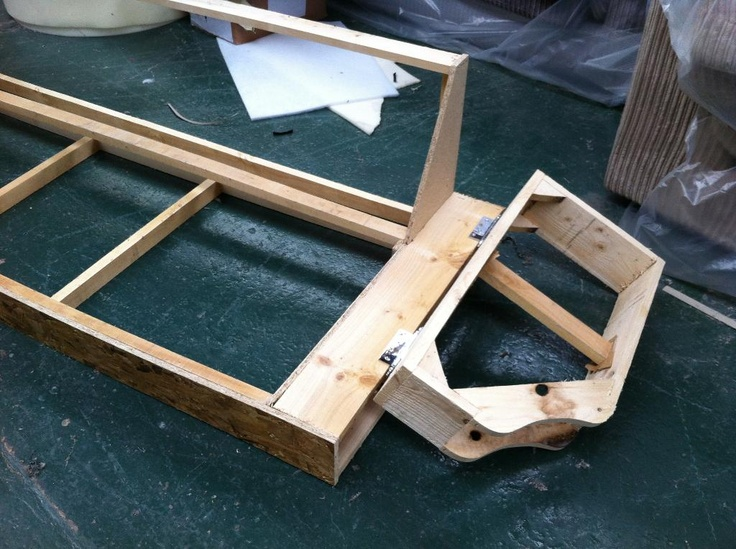 Prototype frame showing separate arm on the Knole sofa.