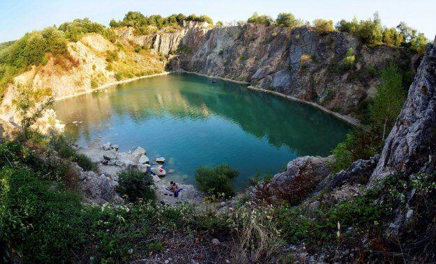 SR - Beňatina, Tyrkysové jazero v okrese Sobrance