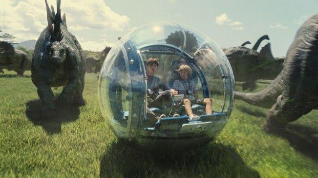 Deux nouveaux extraits pour Jurassic World. Attention, enfants en danger.