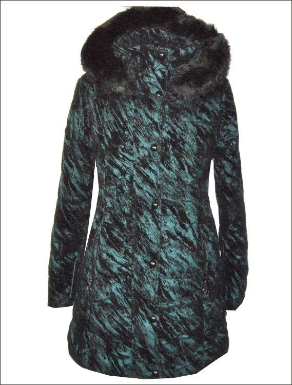 Γυναικείο υφασμάτινο μπουφάν με ανάγλυφα σχέδια και προσθαφαιρούμενη κουκούλα με γούνινη λεπτομέρεια Μοντέλο: MINA Τιμή: 170€