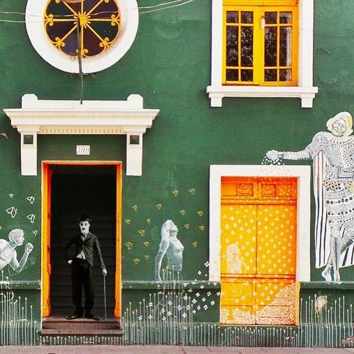 Fachade with Chaplin by @laciudadalinstante  #santiago #chile #instagram #instagramers #icu_chile #santiaguista #santiagoadicto #scl #instastgo #instagood #facade #fachada #streetart #graffitichileno #communityfirst #primerolacomunidad buenos días :) desde la semana pasada comencé a compartir algunas de mis fotos con pequeñas ediciones y esta semana les quiero presentar al mejor vecino de calle Loreto :) saludos y buen fin de semana para todos! #stgo_edit