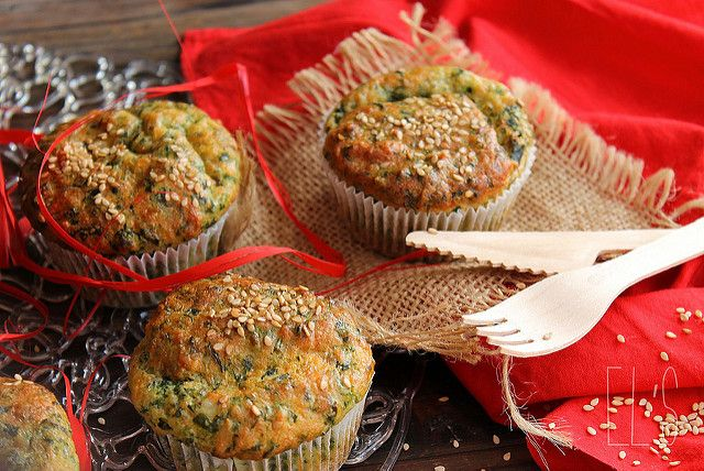 Muffins with spinach and parmesan cheese