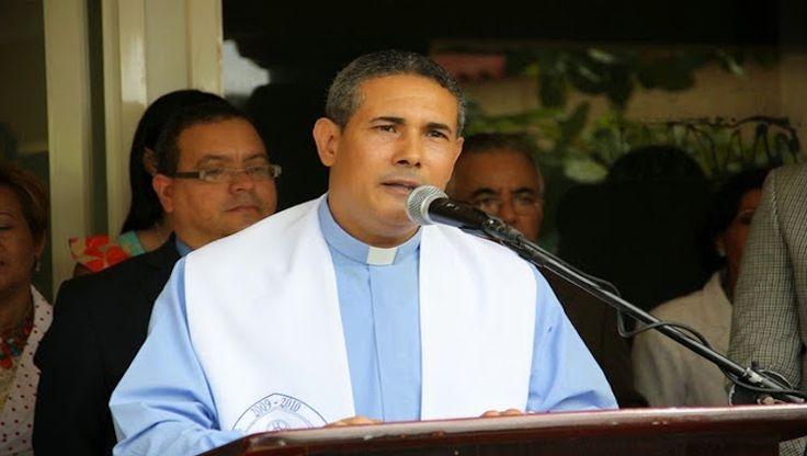 Hieren de una pedrada al sacerdote Pedro Pablo Trejo, parroco de la iglesia católica de Gaspar Hernández