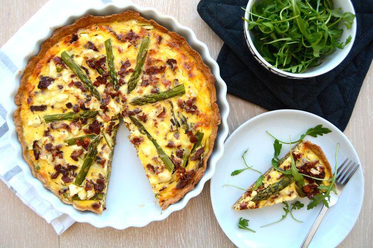 Pai med asparges, bacon og feta