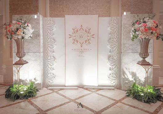 一場婚禮佈置中,要設計出一款時尚典雅的婚禮背板 是不能放太多所碎的擺設 花藝色彩和整體婚禮背板顏色也要配合 真是一件不容易的事,  #Kevin隨手側拍