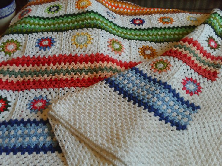 Pretty combination of granny squares & stripes  #crochet