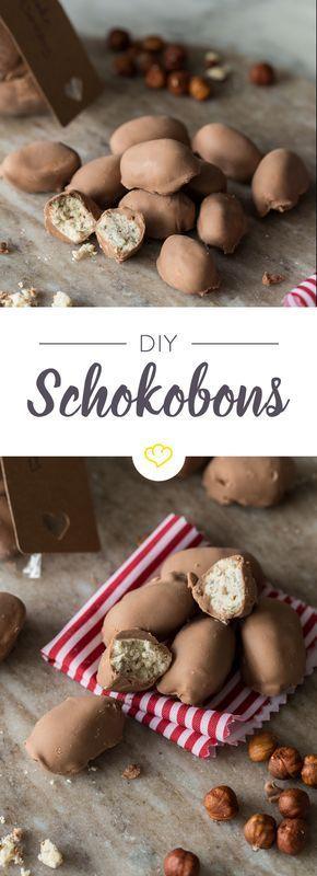Eine cremige Füllung aus Milch und knusprigen Nüssen, umhüllt von feiner Vollmilchschokolade - mach dir deine Schoko-Bonbons einfach selbst.