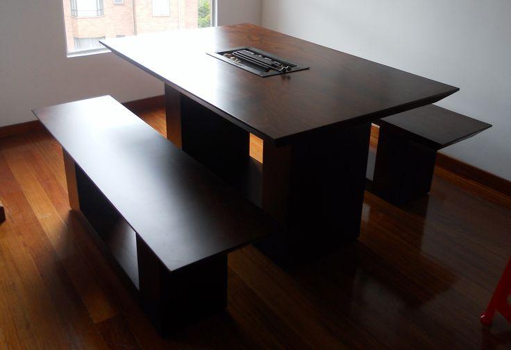 Comedor 6 puestos en madera cedro, con chimenea ecológica en el centro de la mesa, algo único en el mercado athosmuebles.com