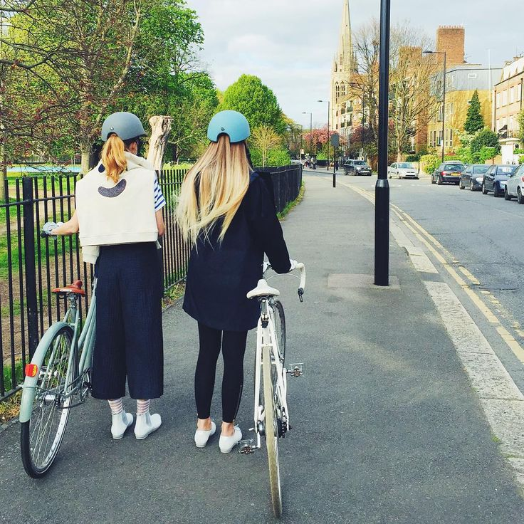 For those ponytail days // George Diamond & Geek Diamond Bike Shoes // Tracey Neuls  ____________ #accessories #helmets #cyclestyle #girlsonbikes #britishsummertime #eastlondon #coolweatherstyle #bikeshoes