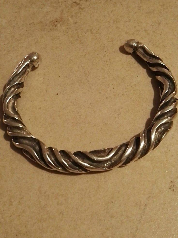 Armring til håndled eller underarm..  Vendel ring Kan justeres i diameter så det passer dig...  Sølv.  800 kr.