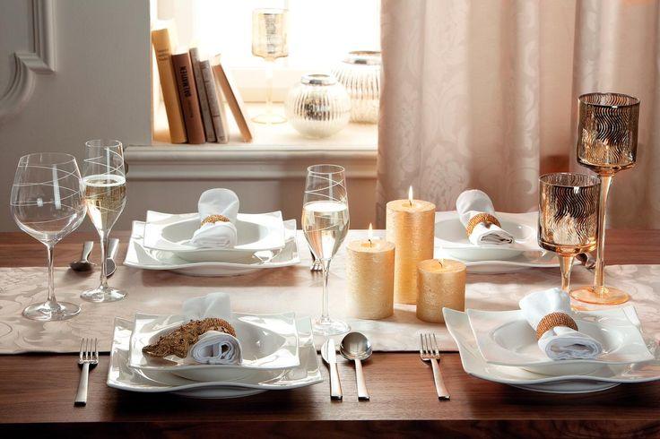 Nu exista sarbatoare fara o masa decorata festiv – de aceea, orneaz-o asa cum iti place, folosind accesorii, servetele in culori vesele. #kikaromania #glob #brad #accesorii #decoratiuni #iarna #Craciun #MosCraciun #zapada #emotie #lumanari #masa