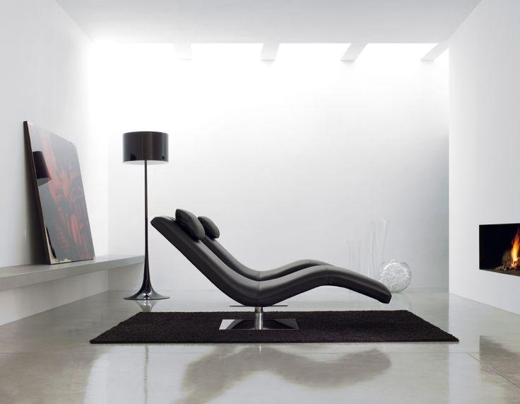 Kuszące kształty #black #armchair #alberta #internoitaliano #modern #design