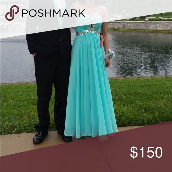 Prom dress Prom dress - sea green color. Couldn't locate tag for actual size but my daughter runs a size 5 in dresses. She's about 5'2. If you need any other details please message me. Dresses Strapless