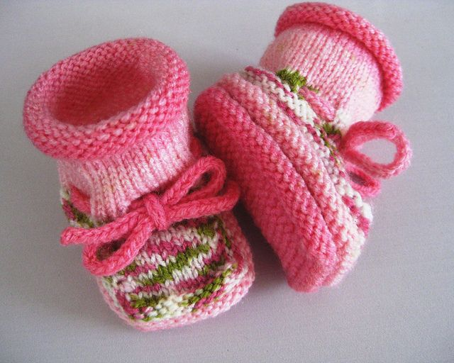 Christine's stay on baby booties, free pattern