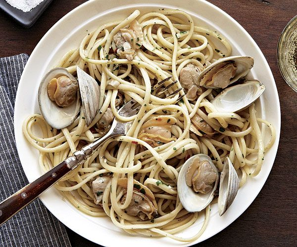 Linguine with Clam Sauce - Garlicky and comforting, this pasta dish is a perennial crowd pleaser. A bit of crushed red pepper flake is a welcome addition for those who like it hot. - by Micol Negrin from Fine Cooking Issue 130