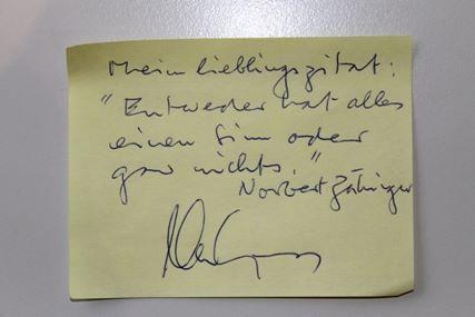 """#denkzettel von Alex Capus: Mein Lieblingszitat: """"Entweder hat alles einen Sinn oder gar nichts."""" (Norbert Zähringer) #litmuc13 #mbs"""