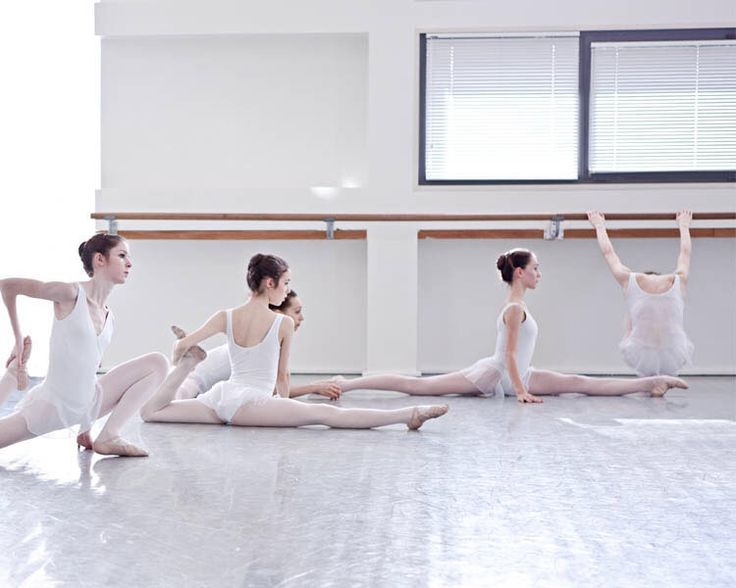 Students of the Paris Opera Ballet school ph. Jean-François Robert