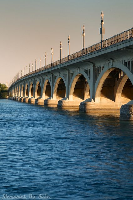 Douglas MacArthur Bridge - Belle Isle, Detroit, MI;  photo by memories_by_mike, via Flickr