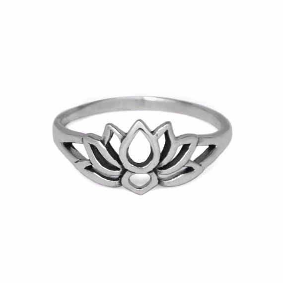 This simple ring features the lotus flower - a lovely accessory for everyday wear.  Specifications: Choose Your Size, Solid 925 Sterling Silver Lotus Flower Ring  Pieces from the Evyral collection are packaged in a custom box with a bow, making...