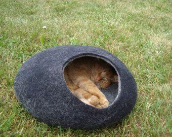 Cueva de gato gato cama cueva gato casa/Felted gato por VaivaIndre