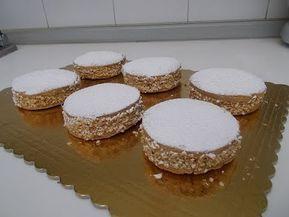 Deliziose napoletane fatte in casa. Le deliziose sono dei dolci napoletani di pasta frolla farciti di crema pasticcera con crema al burro. Ingredienti della ...
