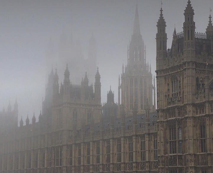 Photographer Captures the Ethereal Beauty of London Cloaked in Thick Fog - My Modern Met