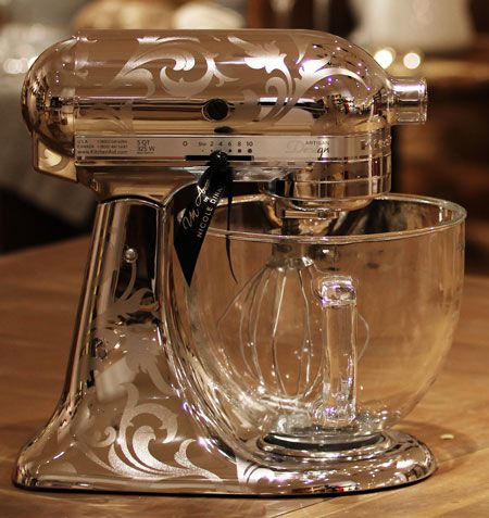 KitchenAid Stand Mixer is the Metallic Chrome with Etching: bright and shining Chrome is finished with beautiful swirling etching for a timeless appearance.