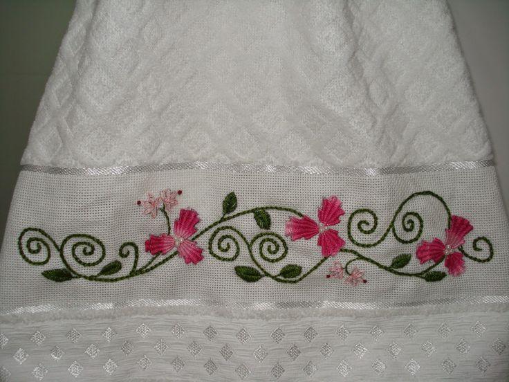 Mais um trabalho usando o lindo ponto kamal kadai.    Flores em kamal kadai  Ramos em ponto correntinha  Folhas em ponto folha...