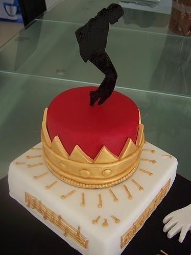 King Michael Jackson cake...repinning this just for you @Rachel R Pasma