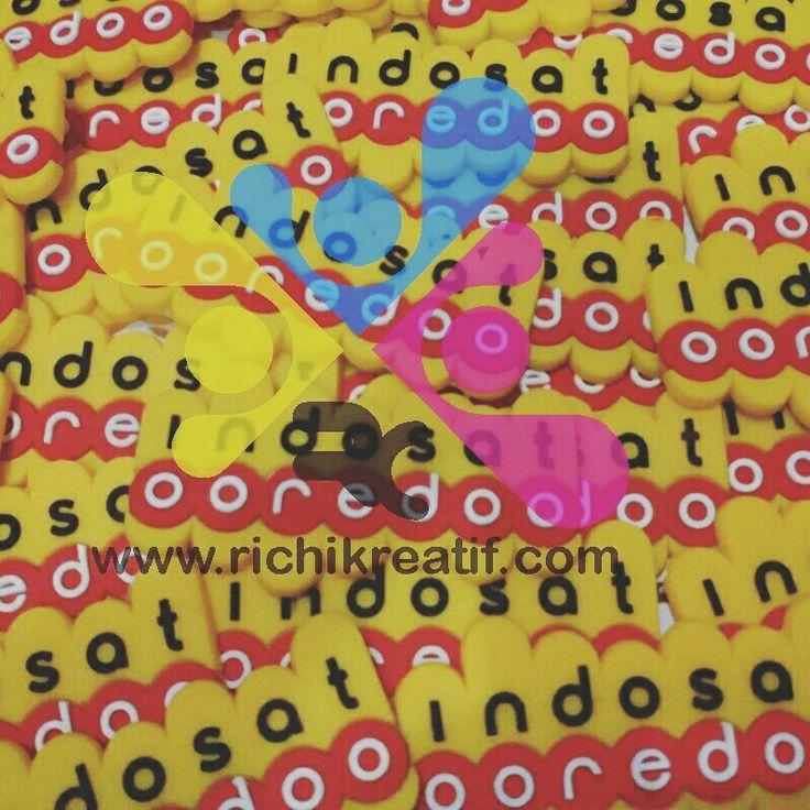 Label karet Indosat 1000pcs www.richikreatif.com membuat label karet untuk Indosat sejumlah 1000pcs. Label karet ini dapat digunakan pada tas,  jaket, atau bahan jahitan lainnya.  Informasi dan pemesanan hubungi: 085795550249 (Telp, SMS, WA)