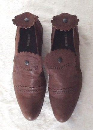 À vendre sur #vintedfrance ! http://www.vinted.fr/chaussures-femmes/autres-chaussures/52665285-chaussures-femme-ikks-cuir-marron-38