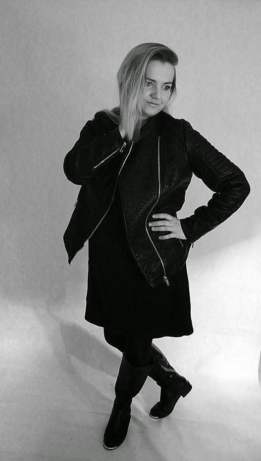 Fashion Inspiration XL: Super mała czarna i kozaczki przełamane rockowym a...