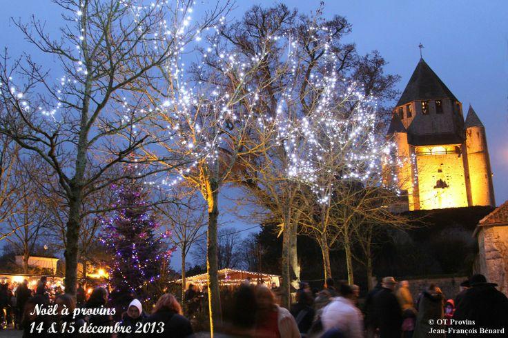 Noël à Provins, sur la place Saint Quiriace et vue sur la Tour César - photo Jean-François Bénard