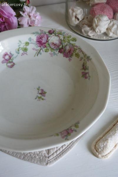 Vaisselle ancienne brocante de charme atelier for Decoration charme cosy