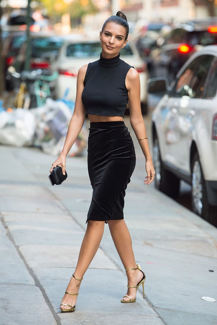 All black everything, always. We get ya, Emily Ratajkowski.