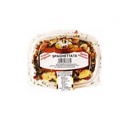 La squisita spaghettata composta da aglio tritato, peperoncino tritato e prezzemolo tritato.
