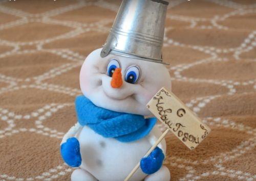Om de zăpadă cu propriile sale mâini de stocare Cum de a face un om de zăpadă de dresuri?