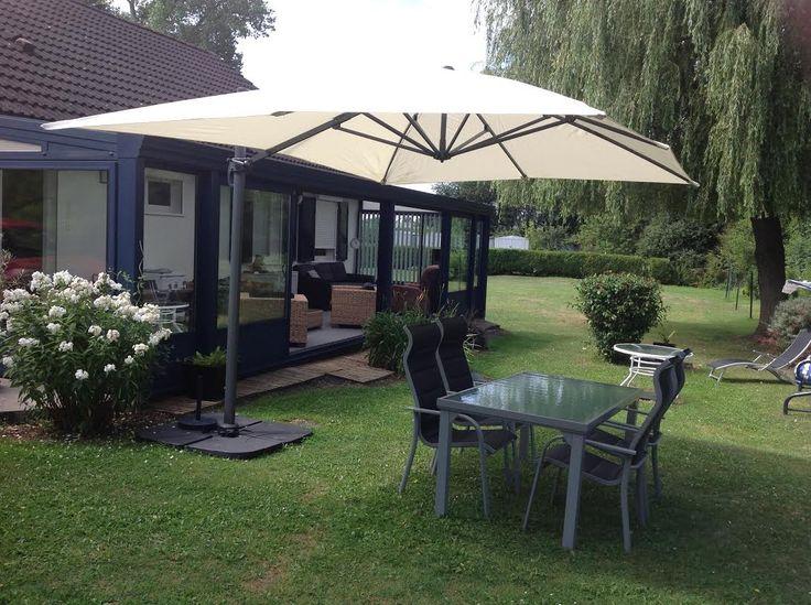 St Jean de Luz : parasol déporté rectangulaire 3x4m Structure robuste en aluminium, recouverte de peinture anthracite. Mât ovalisé, afin d'optimiser le coulissement de la poignée. Toile déperlante et très dense de 240g/m². Très grande taille. Housse offerte ! Inclinable, rabattable et rotatif à 360°. #jardin #terrasse #parasol #balcon Retrouvez ce parasol ici : http://www.alicesgarden.fr/parasol-tonnelle/parasol/parasol-deporte-rectangulaire-de-3x4m