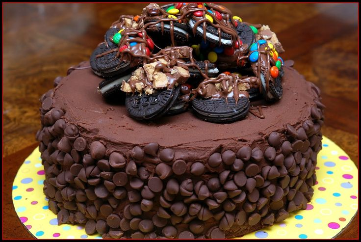 chocolate cakes   TRIPLE LAYER CAKE- 2 CHOCOLATE LAYERS & 1 CHEESECAKE LAYER FILLED WITH ...