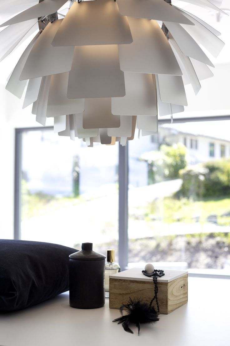 Lekker detalj på soverom/garderobe  #urbanhus#detalj#garderobe#lampe#contemporary#wardrobe#detalj#lamp# - nice detalj on bedrom/wardrobe