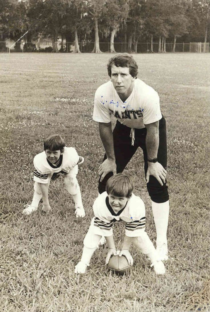 Peyton manning when he was young | Orleans years: The Manning boys started playing football at a young ...