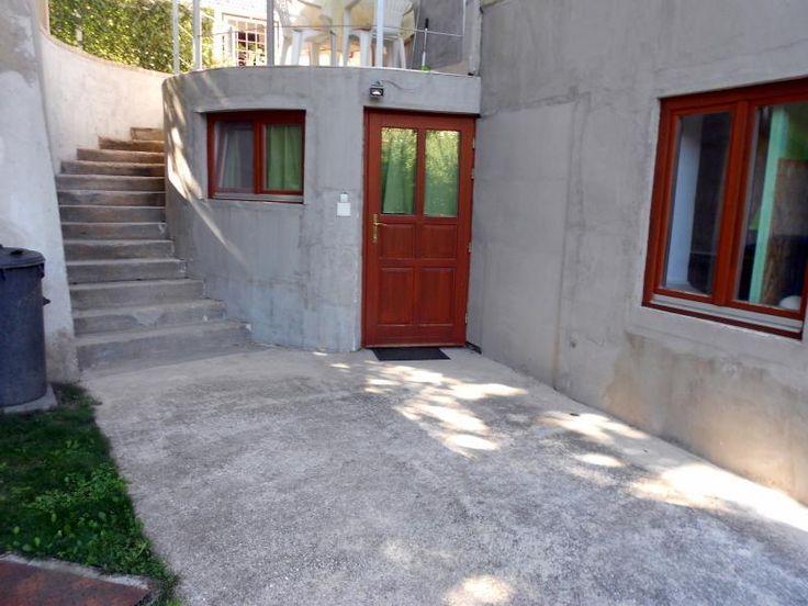 2 lakrészes családi ház eladó az Ürögi városrészben!