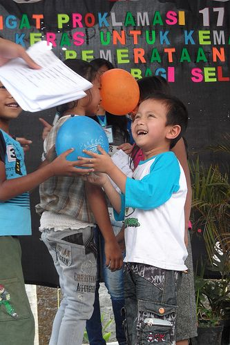 Children dancing baloons