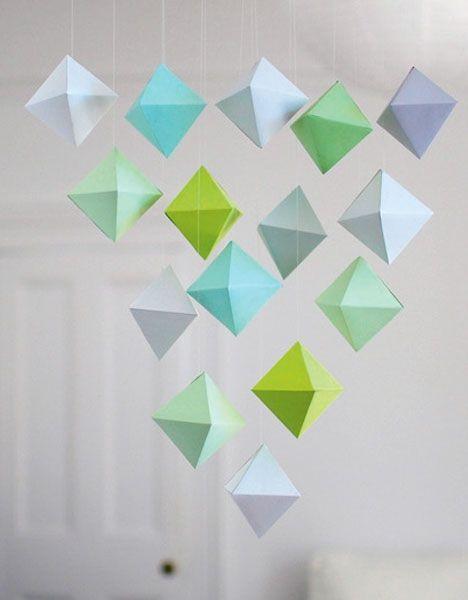 http://www.hendesverden.dk/Kreativ-pa-nettet/Kreativ-pa-nettet/Print-fold-og-hang-op-Lav-en-fin-geometrisk-uro/