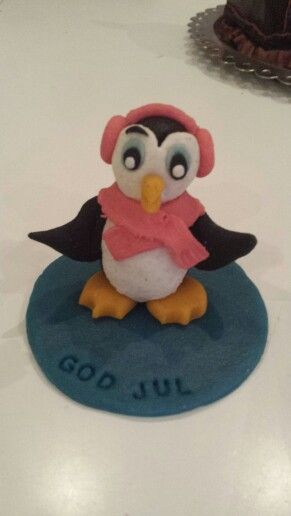 Penguin marzipan figurine. Pingvin i marcipan.