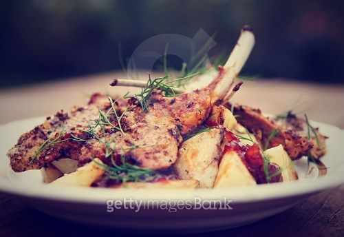 Grilled rack of lamb with fried potatoes and onion chutnee