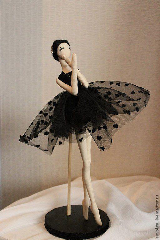 Купить или заказать Кукла балерина в интернет магазине на Ярмарке Мастеров. С доставкой по России и СНГ. Срок изготовления: 2-3 дня. Материалы: текстиль. Размер: 27см